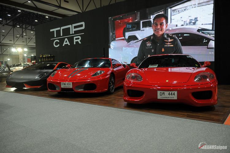 Bộ đôi Ferrari hàng hiếm với màu đỏ nổi bật