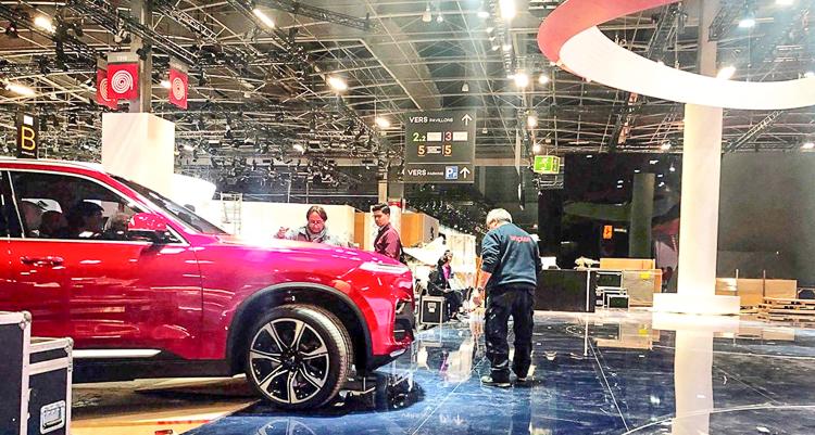 Ảnh thực tế 2 mẫu Oto Vinfast sắp ra mắt tại Paris Motor Show